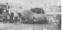 La testa di una statua di Alessandro III